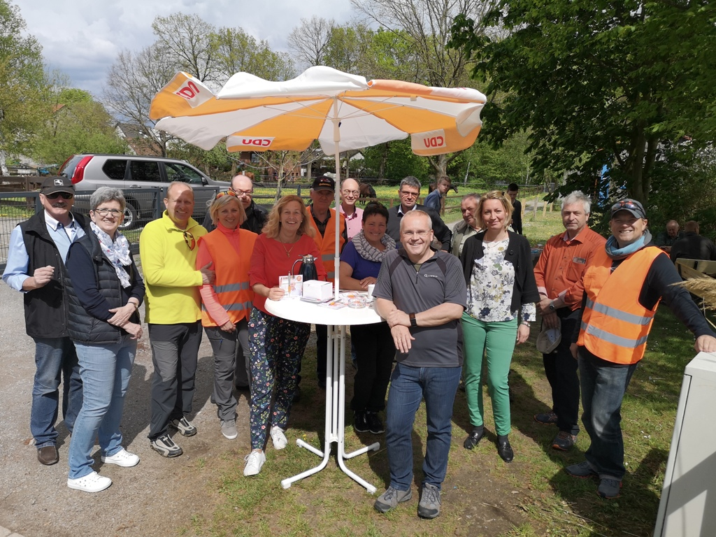 Der erste Tourtag endete glücklich mit einem Grillfest in Rotenkamp bei Familie Glimmann.
